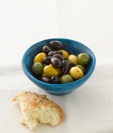 Black Sesame Seed「Mixed olives with pitta bread, close up」:スマホ壁紙(12)