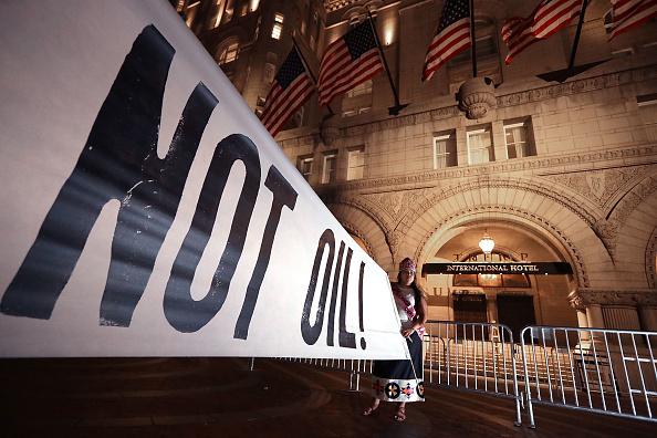 Dakota Access Pipeline「Activists Hold Native Round Dance In Protest At Trump International Hotel」:写真・画像(14)[壁紙.com]