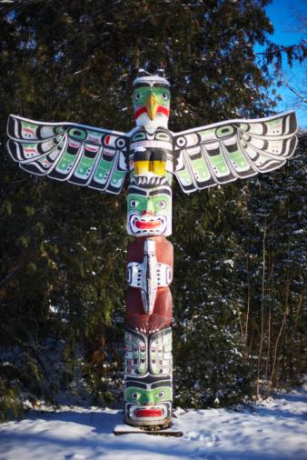 Spirituality「Native American totem pole in winter」:スマホ壁紙(2)