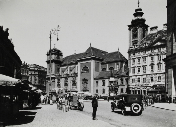 Land Vehicle「Vienna 1St District. View To The Freyung. About 1935. Photograph By Martin Gerlach.」:写真・画像(4)[壁紙.com]