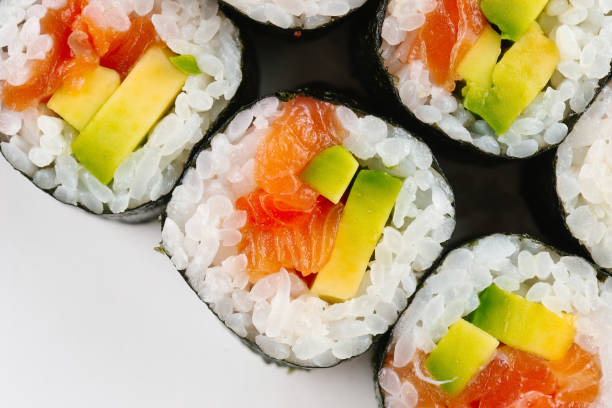 Sushi with salmon and avocado:スマホ壁紙(壁紙.com)