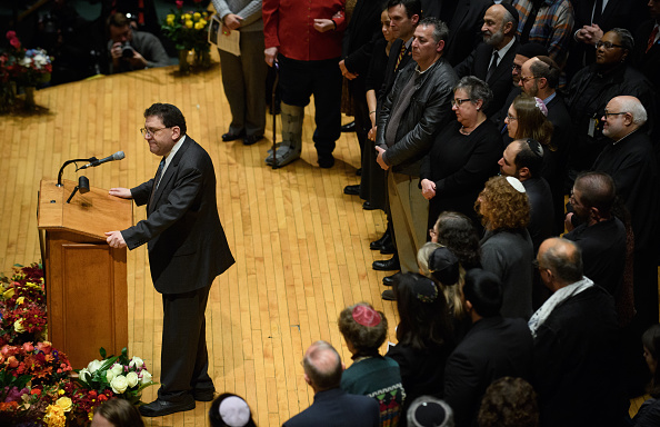 Congregation「Pittsburgh Mourns Mass Shooting At Synagogue Saturday Morning」:写真・画像(13)[壁紙.com]