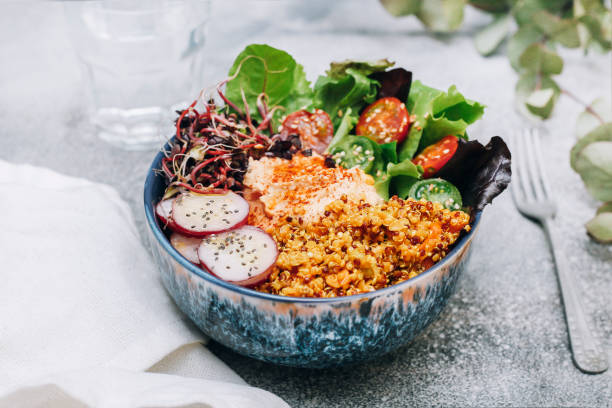 Vegan buddha bowl with hummus, quinoa with curry, lettuce, sprouts, green and red cherry tomatoes, sliced radish and sesame and poppy seeds:スマホ壁紙(壁紙.com)