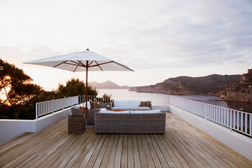 Balcony「Patio furniture on modern deck」:スマホ壁紙(4)