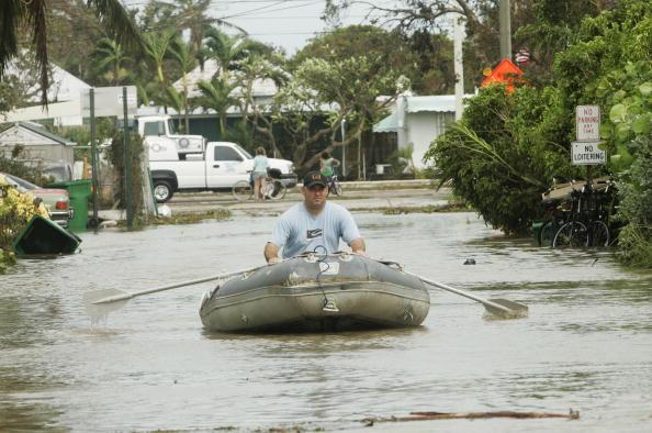 Oar「Florida's Keys Clean Up After Hurricane Rita Passed By」:写真・画像(8)[壁紙.com]