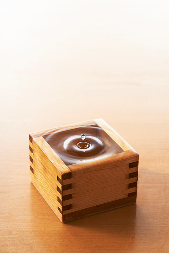 Sake「Sake in wooden measure」:スマホ壁紙(17)