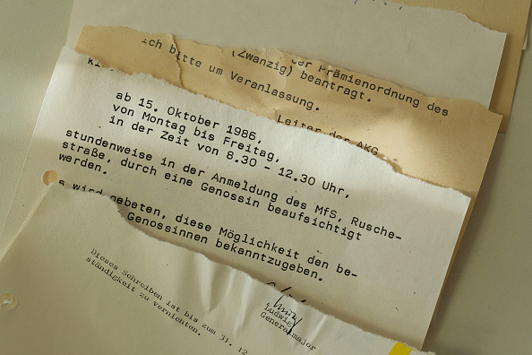 Paperwork「30 Years Since Revolution Germany Seeks To Reconstruct Torn Secret Police Documents」:写真・画像(19)[壁紙.com]