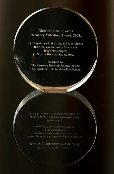 Recovery「Director Blake Edwards Receives The Recovery Milestone Award 2005」:写真・画像(7)[壁紙.com]