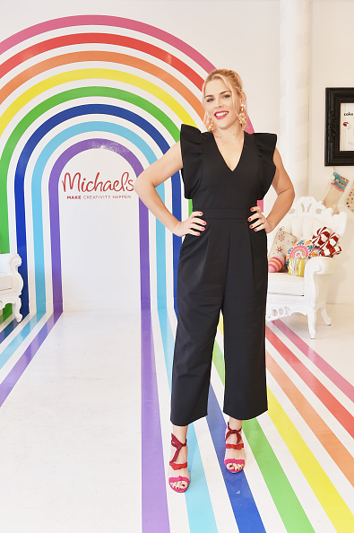 Black Color「Michaels & Busy Philipps Holiday Gifting Event」:写真・画像(4)[壁紙.com]