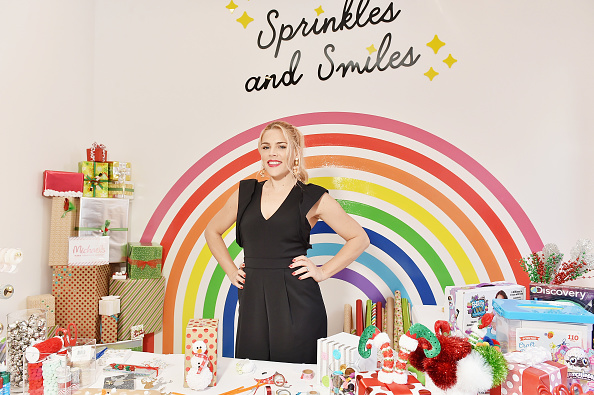 Efficiency「Michaels & Busy Philipps Holiday Gifting Event」:写真・画像(5)[壁紙.com]