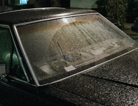 Rain「Rain drops on car windshield」:スマホ壁紙(10)