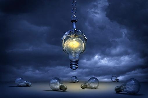 Claw「Claw grabbing illuminated light bulb」:スマホ壁紙(10)