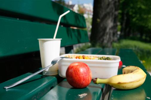 Lunch「Food on park bench, close-up」:スマホ壁紙(6)