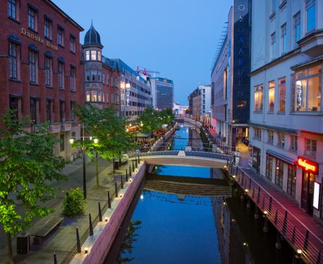 Arhus「Revitalized Aarhus river area at dusk」:スマホ壁紙(17)