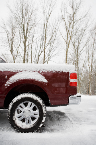 Airplane Tail「Rear of pickup truck covered in snow」:スマホ壁紙(10)