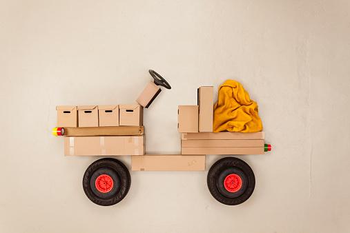Motor Vehicle「Cardboard truck」:スマホ壁紙(4)