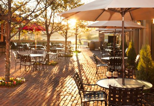 Dining「Lovely summer patio setting in restaurant.」:スマホ壁紙(13)