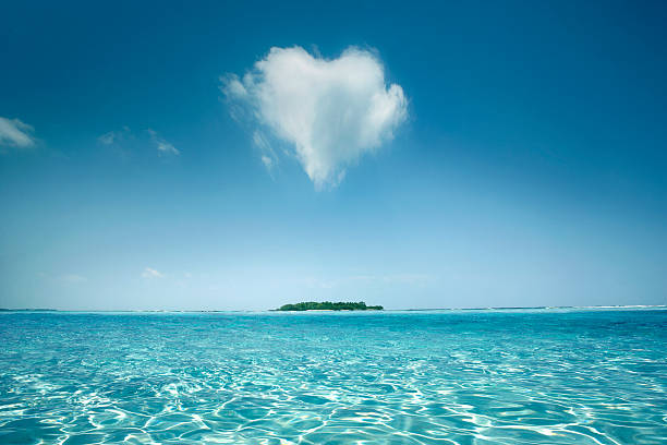 Heart shaped cloud over tropical waters:スマホ壁紙(壁紙.com)