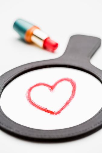 Hand Mirror「Heart shape drawn in red lipstick on a hand mirror」:スマホ壁紙(5)