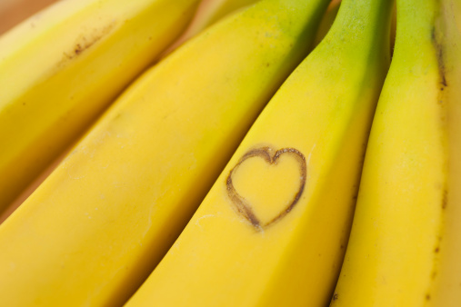 Heart「Heart shape on ripe bananas」:スマホ壁紙(10)