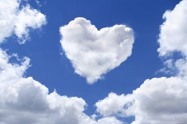 Heart shaped cloud:スマホ壁紙(壁紙.com)
