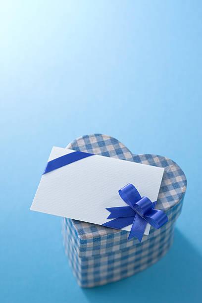 Heart shaped box and message card:スマホ壁紙(壁紙.com)