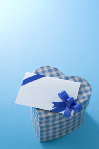 ホワイトデー「Heart shaped box and message card」:スマホ壁紙(15)