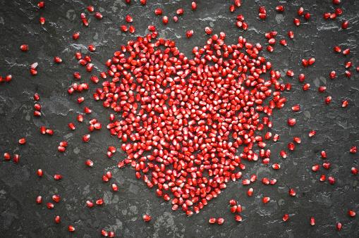 Seed「Heart shaped of pomegranate seeds on slate」:スマホ壁紙(4)