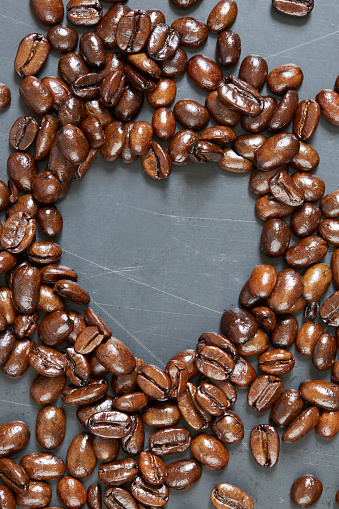 Coffee「Heart shape made of roasted coffee beans」:スマホ壁紙(4)