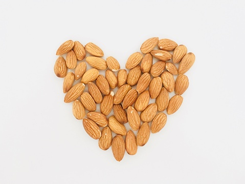 Nut - Food「Heart shape made form almonds」:スマホ壁紙(7)