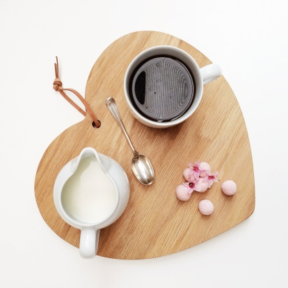ハート「Heart shaped chopping board with coffee and truffles」:スマホ壁紙(0)