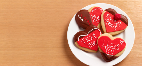 Gingerbread Cookie「Heart shaped gingerbread biscuits on plate」:スマホ壁紙(4)