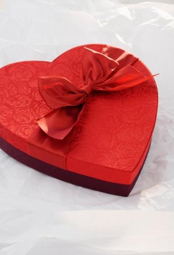 バレンタイン「Heart shaped box of chocolates」:スマホ壁紙(15)
