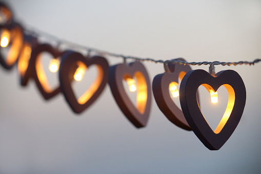 ハート「Heart shaped string lights hanging in a row」:スマホ壁紙(13)