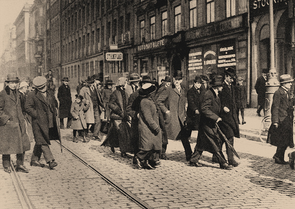 Stockholm「Lenin in Stockholm with Ture Nerman and Carl Lindhagen on 13 April 1917, 1917」:写真・画像(14)[壁紙.com]