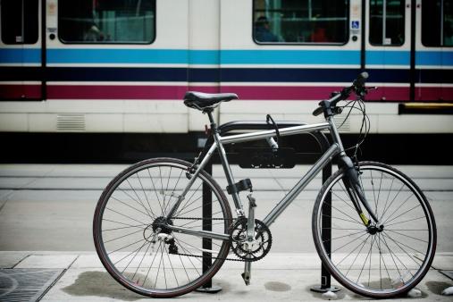 Cable Car「Bike left at tram station」:スマホ壁紙(12)