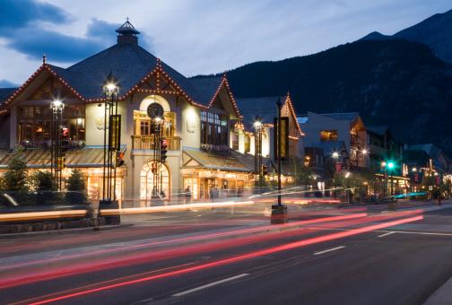 Avenue「Banff Avenue at Dusk」:スマホ壁紙(16)