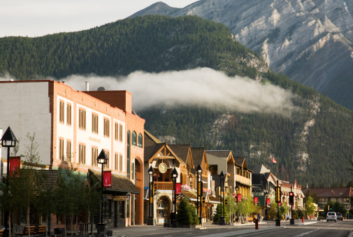 Avenue「Banff Avenue, Banff, Alberta, Canada」:スマホ壁紙(8)