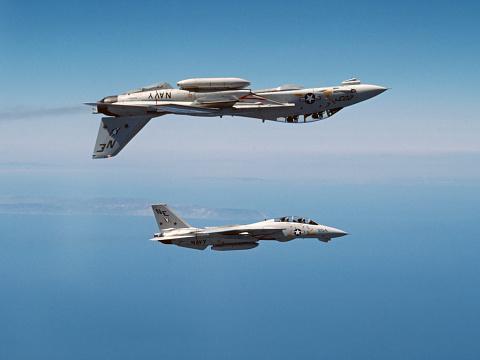 1980-1989「Two F-14A Tomcats perform aerobatics above the Pacific Ocean.」:スマホ壁紙(18)