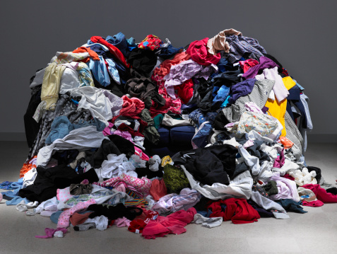 Clothing「Sofa buried under piles of clothes」:スマホ壁紙(6)