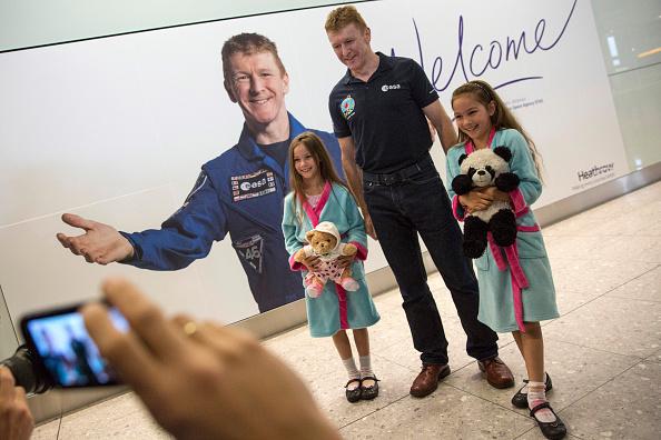 Heathrow Airport「British Astronaut Tim Peake Arrives Back In The UK」:写真・画像(18)[壁紙.com]
