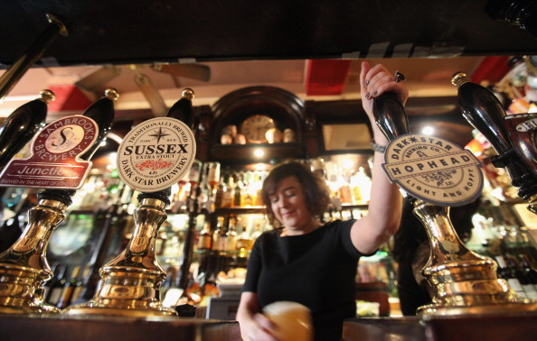 Pint Glass「The Harp In Covent Garden Is Named CAMRA Pub of the Year 2011」:写真・画像(7)[壁紙.com]