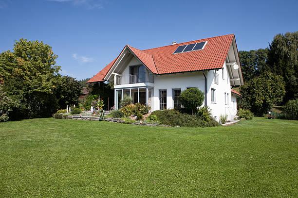 One-family house with garden:スマホ壁紙(壁紙.com)