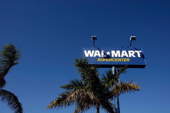 Wal-mart「Wal Mart Bucks Retail Downward Trend And Post Increase In January Sales」:写真・画像(9)[壁紙.com]