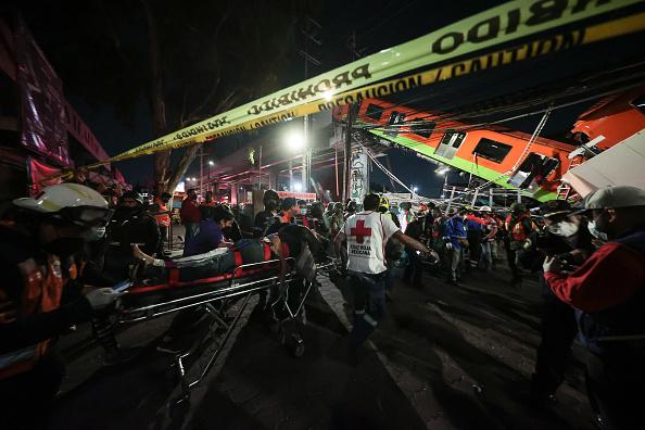Mexico City「Metro Bridge Collapses in Mexico City」:写真・画像(17)[壁紙.com]