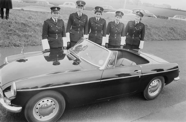 London First Female Traffic Cops:ニュース(壁紙.com)