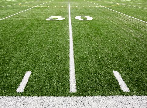 スポーツ「Football field marking of 50 yard line」:スマホ壁紙(16)