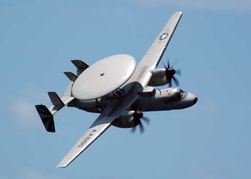 Propeller「An E-2C Hawkeye executes a high performance fly-by during an Air Power Demonstration.」:スマホ壁紙(5)