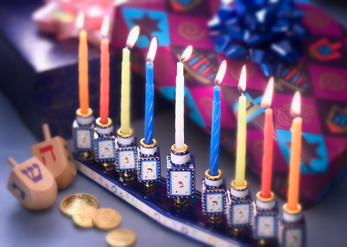 Votive Candle「Lit Menorah and Hanukkah Presents」:スマホ壁紙(8)