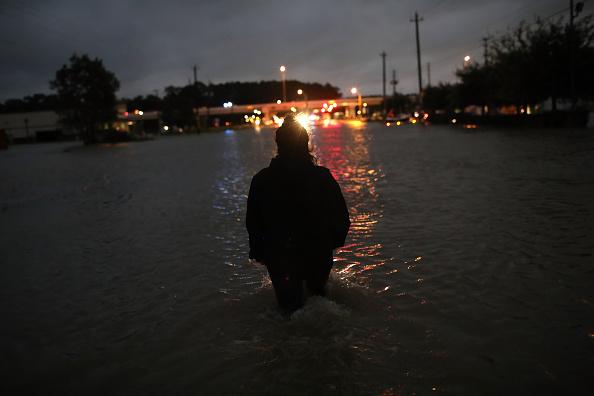 Win McNamee「Epic Flooding Inundates Houston After Hurricane Harvey」:写真・画像(9)[壁紙.com]